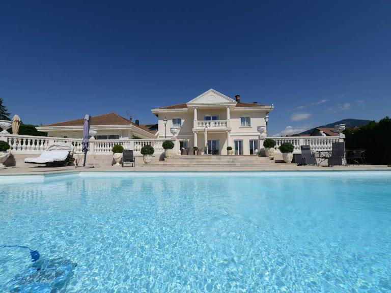 EXCEPTIONAL VILLA CLOSE TO GENEVA - EXCEPTIONAL VILLA CLOSE TO GENEVA